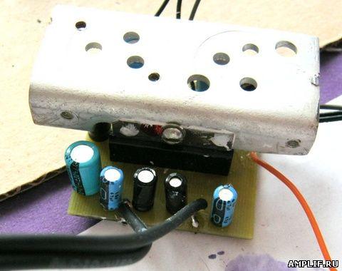 Блок питания для УМЗЧ берём готовый, на 12 вольт 1 ампер - его вполне хватает.  В крайнем случае стандартный диодный...
